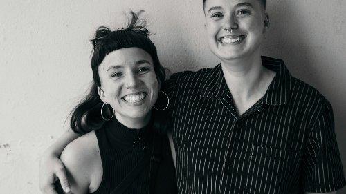 Diese beiden Frauen machen sich in München für queeres Leben und die Rechte von Geflüchteten aus der LGBTQ*-Community stark