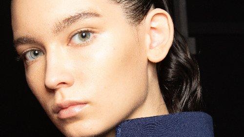 Gesunde Kopfhaut – diese Pflegeroutine schützt und entlastet bei Stress