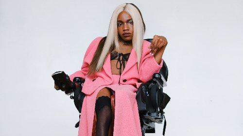 Chella Man und Aaron Philip: Diese Models kämpfen dafür, dass wir endlich mehr Menschen mit Behinderungen in der Modewelt sehen