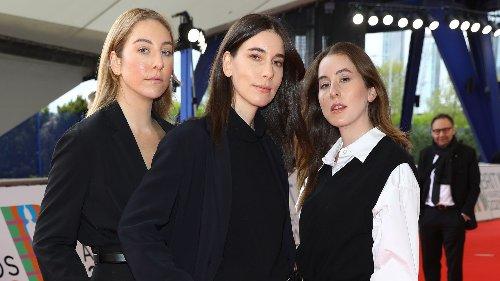 Haim han llevado la marca más inesperada a los Brit Awards 2021