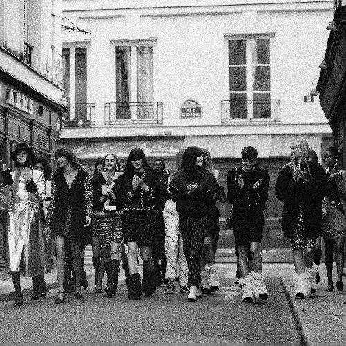 Chanel à la Fashion Week de Paris automne-hiver 2021-2022 : pour son nouveau défilé, Virginie Viard nous emmène chez Castel