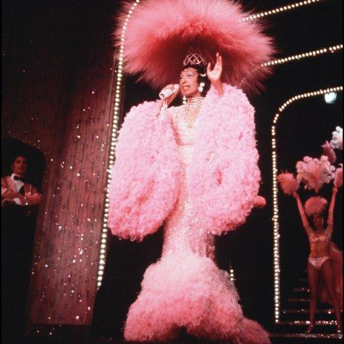 Le Lido à Paris : les soirées du cabaret en clichés vintage
