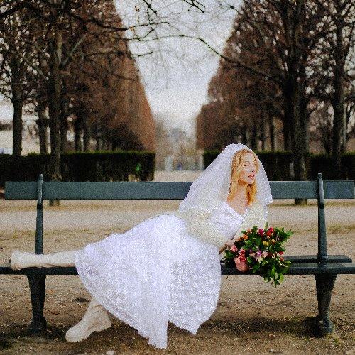 Céline de Monicault lance une offre de robes de mariée vintage ultra désirables