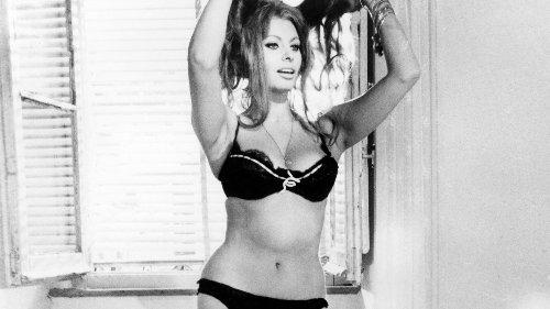 """Un film, une scène culte : le strip-tease de Sophia Loren dans """"Hier, aujourd'hui et demain"""""""