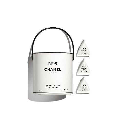 Chanel : un pop-up store Chanel a été installé à Paris pour présenter des produits collector