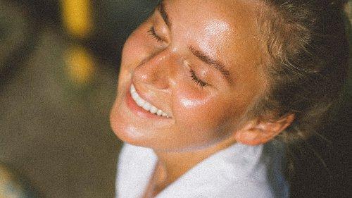 Previene l'acne, regola il sebo e ha un'azione anti age, ma attenti ai (pochi) effetti collaterali. Parliamo di retinolo