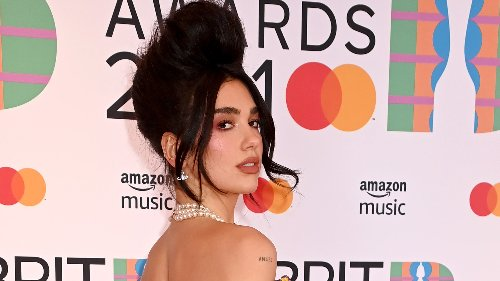 Dua Lipa stupisce tutti con questa acconciatura sfoggiata ai Brit Awards