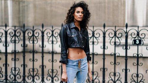 Jeans a vita bassa, come indossarli secondo la moda street style