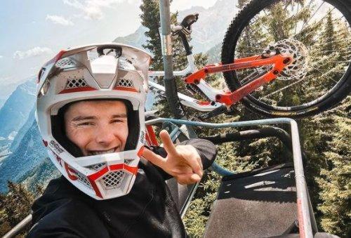 Elias Schwärzler: 221 km/h auf dem Mountainbike