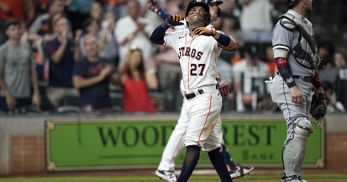 Astros rout White Sox in opener of four-game series