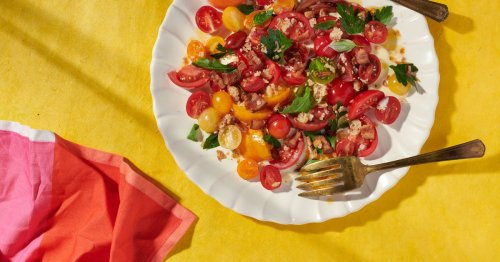 A Vibrant BLT Salad That Makes the Most of Summer Tomatoes