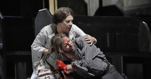 Lyric's harrowing 'Macbeth' casts a spell on crowds eager for opera again