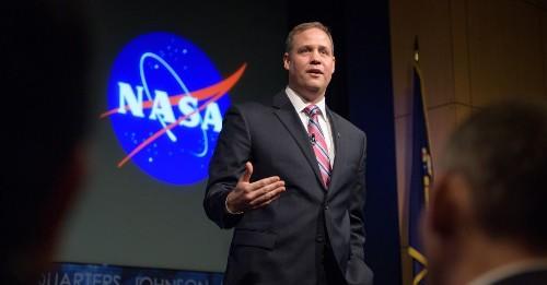 "As parting message, Jim Bridenstine leaves Artemis program ""in good shape"" for Biden's NASA"