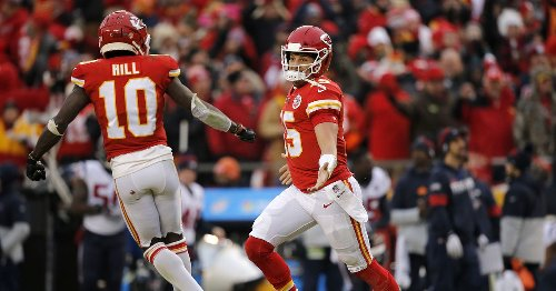 Patrick Mahomes opens as 2021 NFL MVP betting favorite; two other Chiefs listed