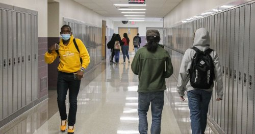 With clock ticking, no deal yet with union on Chicago high school reopening