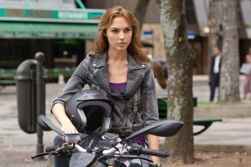 Here's What Gal Gadot Drives