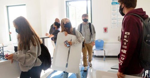 CDC says students and staff should wear masks at school