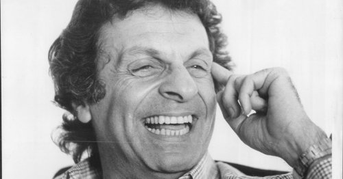 Mort Sahl, influential and socially aware comedian, dies at 94