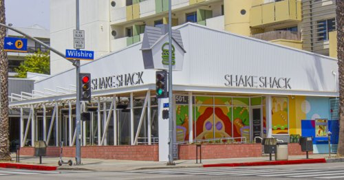 A Spiffy New Shake Shack Has Finally Arrived in Santa Monica