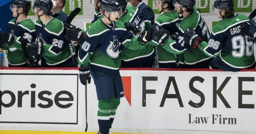 Is It Time to Push the Panic Button on Elias Pettersson?
