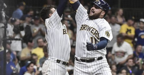 Brewers take it to the White Sox, 6-1