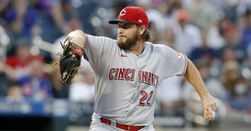 Reds squander opportunities and bullpen blows lead in loss to the Mets.
