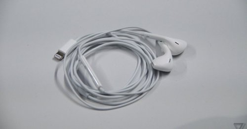 Apple cuts EarPods and iPhone charger prices by $10 after it stops bundling them
