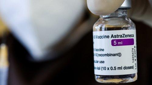 Sanidad lanza un estudio para poner Pfizer a quienes recibieron una dosis de AstraZeneca - Vozpópuli