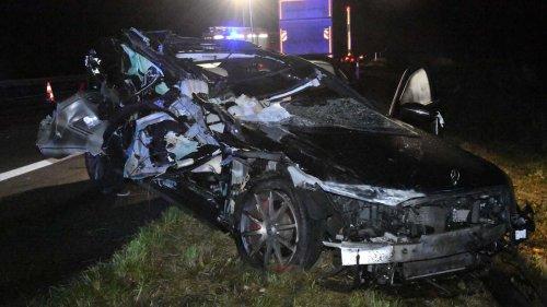 Auto schleudert unter Lkw-Anhänger: Mann aus Hamm (25) bei Unfall auf der A2 schwer verletzt