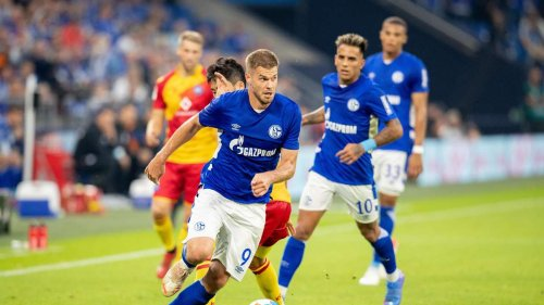 Traumtor beschert dezimierten Schalkern späte Niederlage gegen KSC