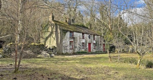The listed cottage with spectacular views - and a place on 'at risk' register