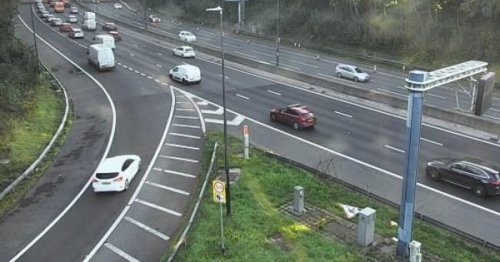 M4 delays as crash causes 20-minute tailbacks