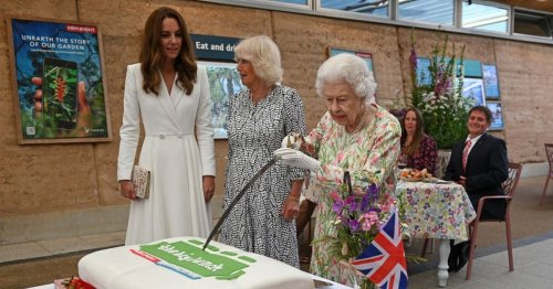 Queen insists on borrowing ceremonial sword to cut cake with Kate laughing