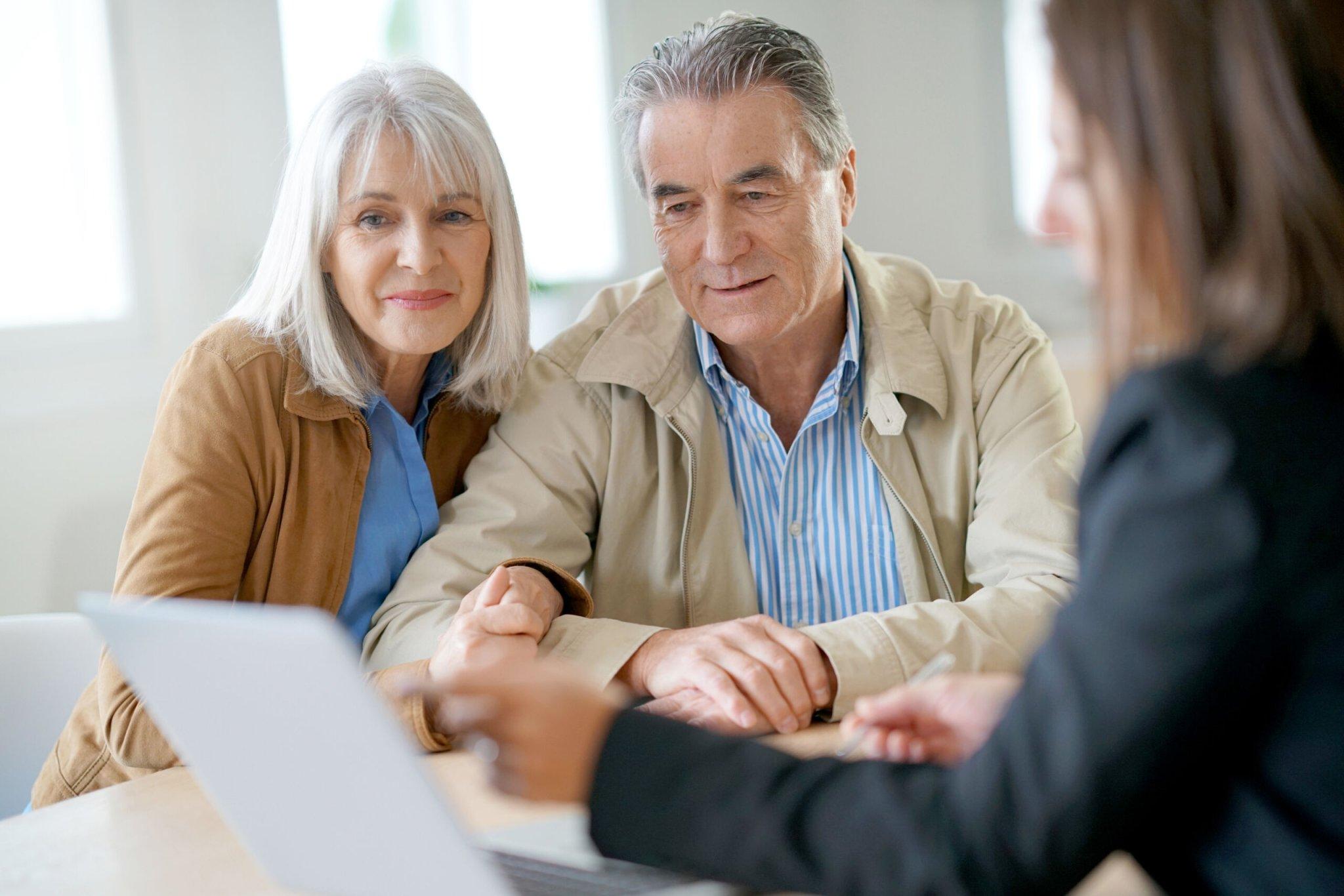 Should You Hire a Retirement Advisor?   WalletGenius