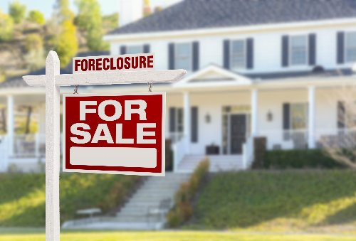 Buying a Foreclosed Home: Pros, Cons, and a Step-By-Step Guide | WalletGenius