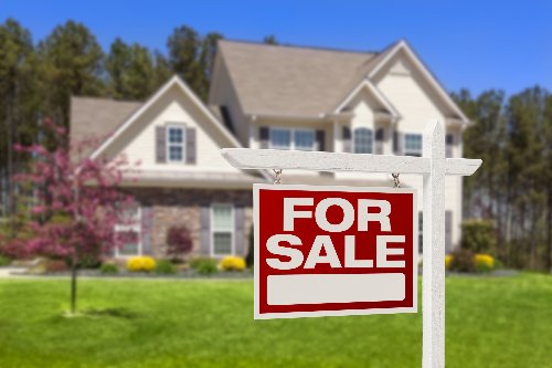 What To Do If Your House Hasn't Sold in a Year | WalletGenius