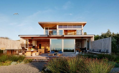 Bohemian Surf House home sits on Californian beachfront