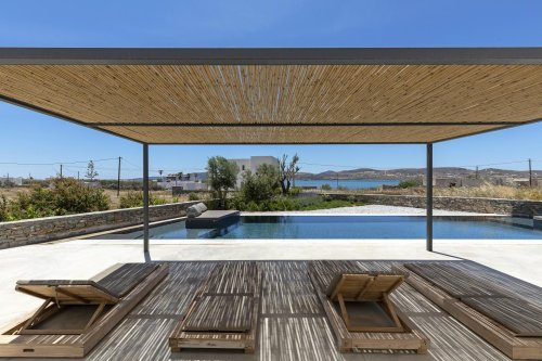 Greek island house celebrates minimalist life