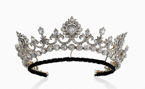 Tiaras for hire: add a regal edge to bridal wear