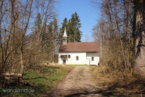 Zur Pollingsrieder Kapelle: Ruhige Wanderung mit Geschichte und Bergblick