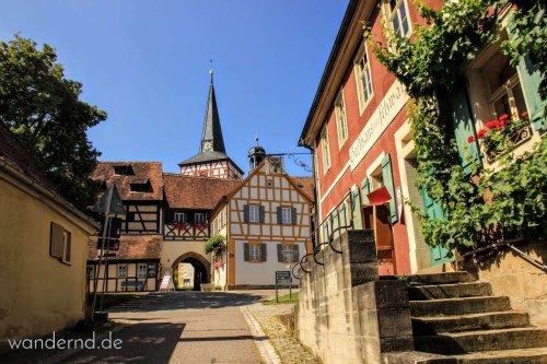 Kirchenburgen, Fachwerk, Wein: Eine Wanderung im Weinparadies Franken