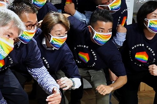 President of Tokyo Olympics committee visits LGBTQ community center