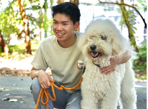 What happens to worn out rock climbing ropes? This teen turns them into dog leashes and gives all profits to animal groups.