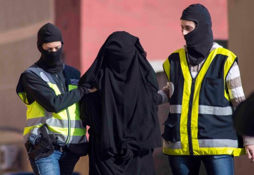 Report: Western women are attracted to Islamic State for complex reasons