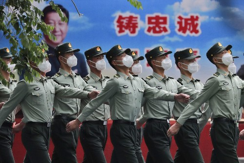 Outgoing Trump administration bans investments in Chinese companies it says support China's military