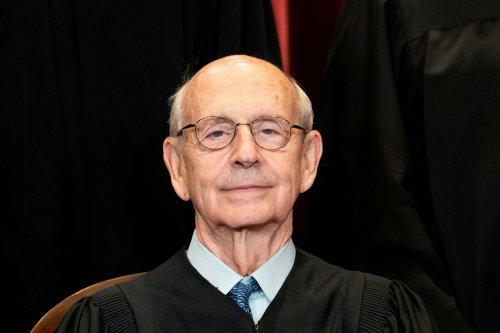 Activists, academics step up pressure on Justice Breyer to retire