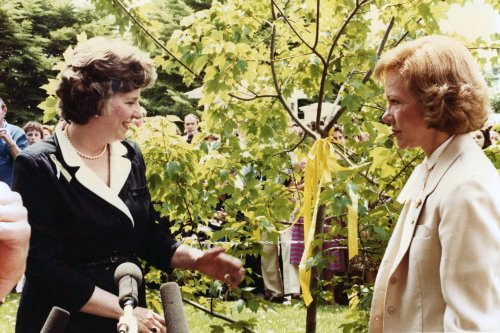 Penelope Laingen, who united nation with yellow ribbons during Iran hostage crisis, dies at 89