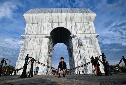 Christo and Jeanne-Claude's wrap of L'Arc de Triomphe reads like a salient point on hollow glory