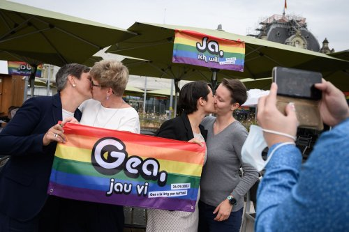 Swiss voters back same-sex marriage by large margin
