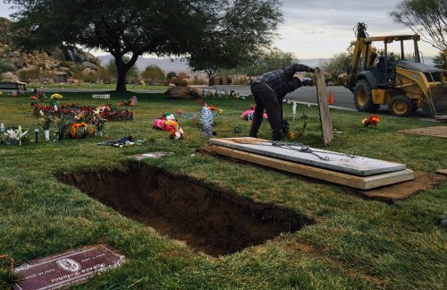 A new FEMA program offers up to $9,000 to help with covid-19 funerals. Scammers see an opportunity.